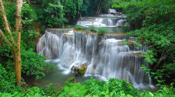 thai-water-fall-at-10