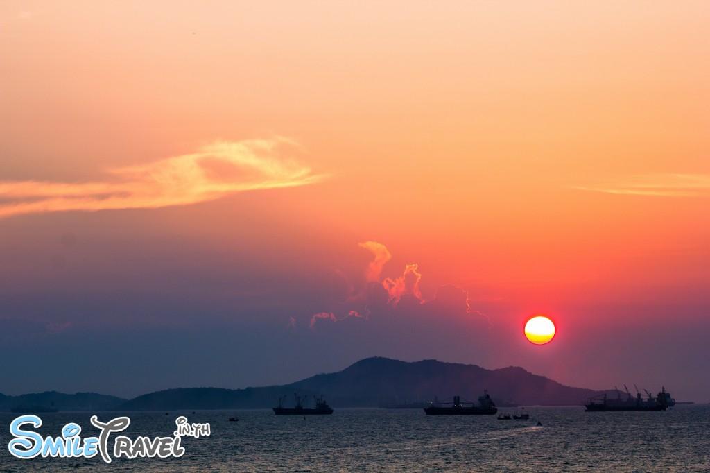 พระอาทิตย์ ยามเย็น เหนือเกาะสีชัง