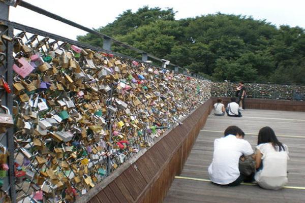 Lock Love 01