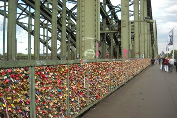 Lock Love 02